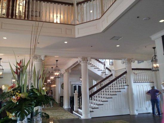 Moana Surfrider, A Westin Resort & Spa: Lobby