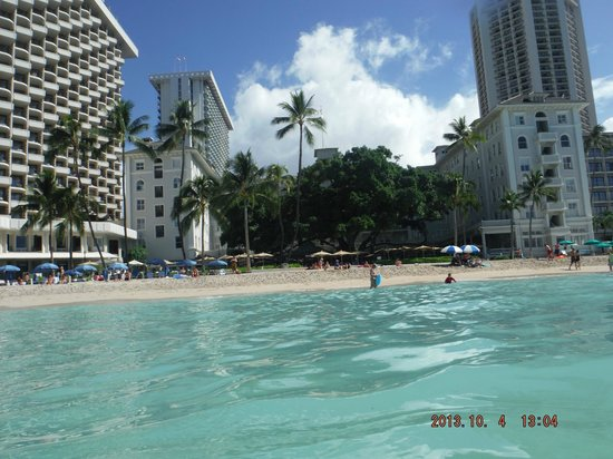 Moana Surfrider, A Westin Resort & Spa: View of hotel from the water