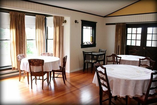 Fairburn Farmstay and Guesthouse: Dining room
