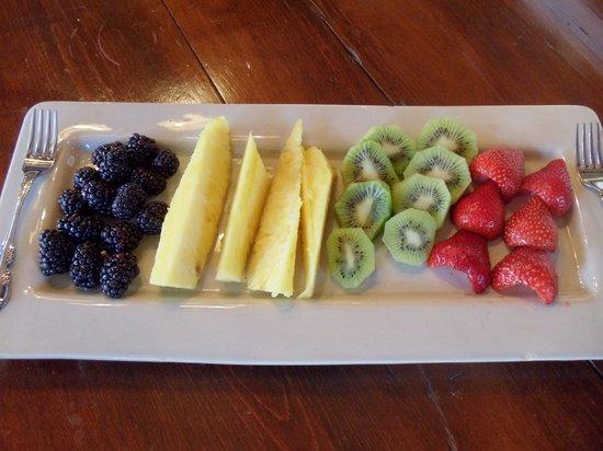 Pleasant View Farm Bed and Breakfast Inn: Always fresh fruit!