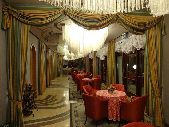 Grand Hotel Astoria: Classy