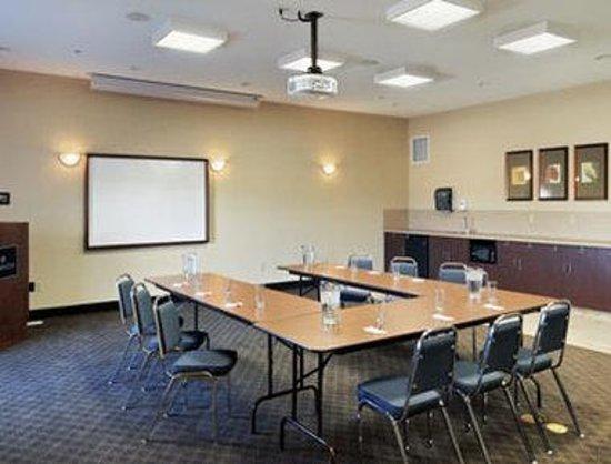 Ramada Lac La Biche: Meeting Room