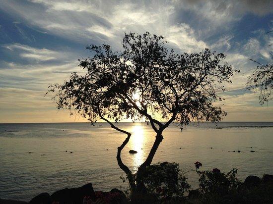 The Oberoi, Mauritius: Puesta de sol desde la villa