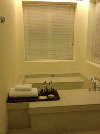 Princess D'An Nam Resort & Spa: Mandarin Villa - Washroom - Tub