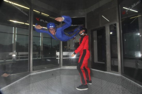 iFLY Indoor Skydiving San Francisco Bay: look ma, no hands!