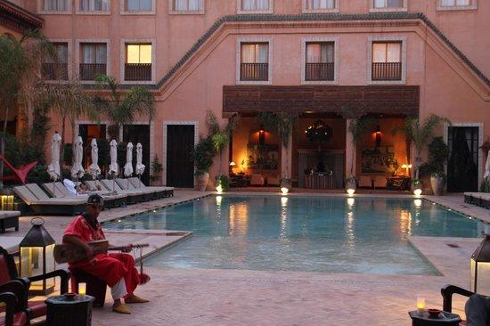 Les Jardins de La Koutoubia : main courtyard pool