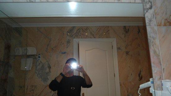 Salles Hotel Pere IV : WC espaçoso