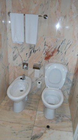 Salles Hotel Pere IV : Espaço no banheiro