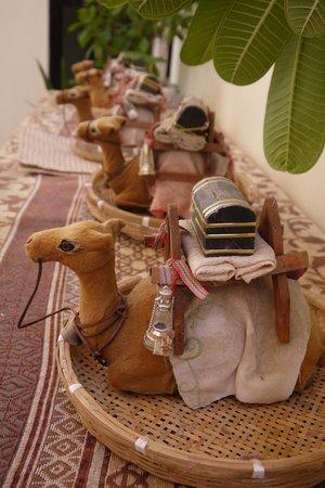 Local House Restaurant : ラクダの置物