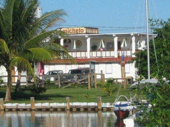 Michelo Suites : Exterior View