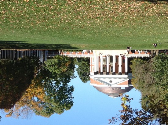 University of Virginia : The Rotunda on a beautiful autumn afternoon. Living History.