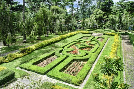 Bao Dai's Palace : Formal garden