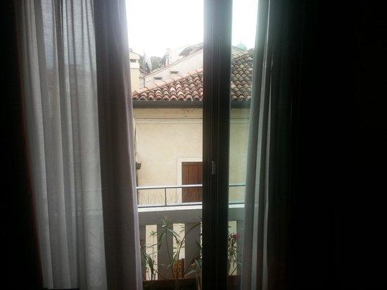 Albergo Verdi: Window in the Double room