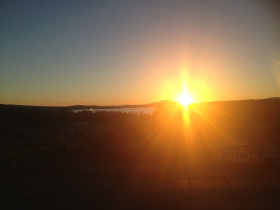 Rangeley Saddleback Inn: Gorgeous sunset view from our second floor room.