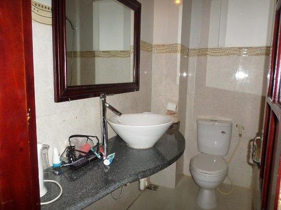 Pho Hoi Riverside Resort: bathroom