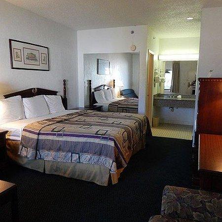 University Inn & Suites : Magnuson Hotel Kennesaw Room