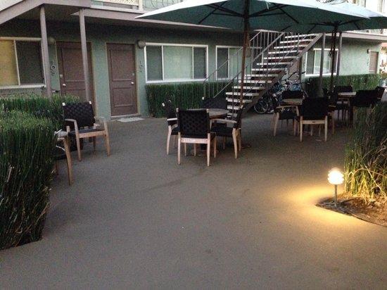 Inn At East Beach: Outdoor space