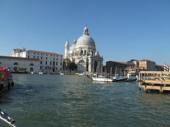 Venice Water Taxis: Arriving by taxi, no stress and a lovely trip to your hotel.