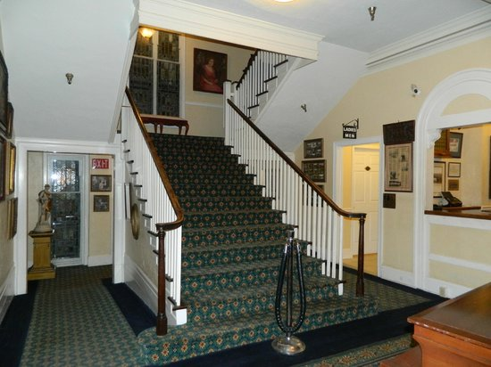 The 1927 Lake Lure Inn and Spa: Staircase in the lobby