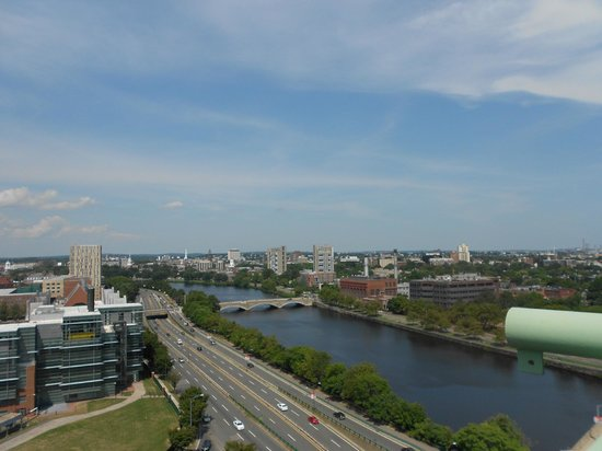 DoubleTree Suites by Hilton Boston-Cambridge: Lovely view of the Charles River from our balcony