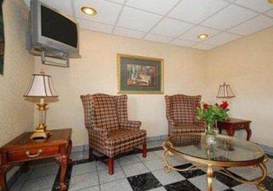 Rodeway Inn & Suites: Lobbysitting IL