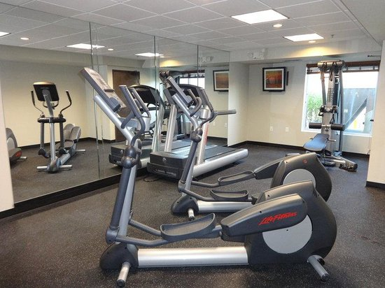 Country Inn & Suites By Carlson, Dearborn : fitness Room