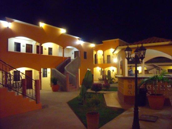 Hotel Oasis: PATIO INTERIOR