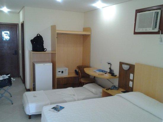 Travel Inn Hotel Plaza Mar : foto interna do quarto com vista para o mar