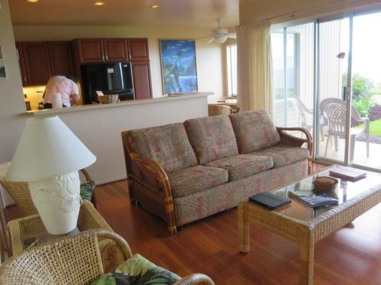 Castle at Princeville: living area and kitchen