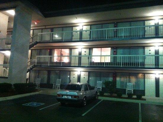Ramada Hilton Head: Both windows are one suite