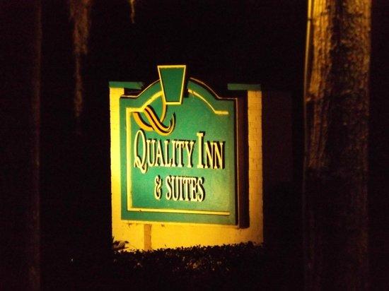 Ramada Hilton Head: Property sign