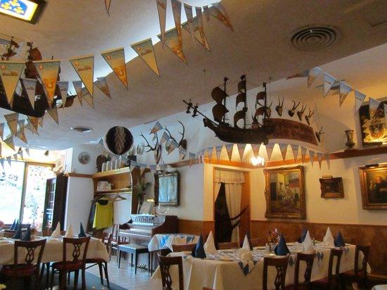 Old Europe Restaurant: Front end of restaurant
