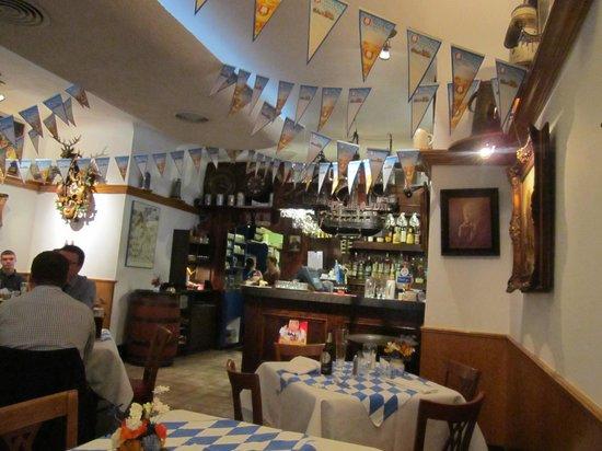 Old Europe Restaurant : Bar area of restuarant