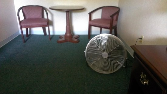"Mountain Melodies Inn & Suites: ""air conditioning"" for the second room in suite"