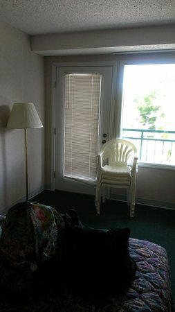 Mountain Melodies Inn : balcony chairs