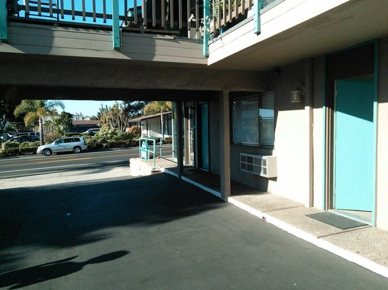 Presidio Motel: Yards from main road!