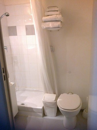Adagio Access Toulouse Jolimont : salle de bain wc