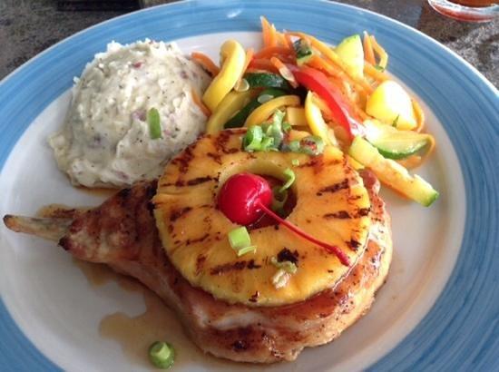 Guanabanas : pineapple chop