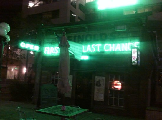 Heinold's First & Last Chance Saloon : outside