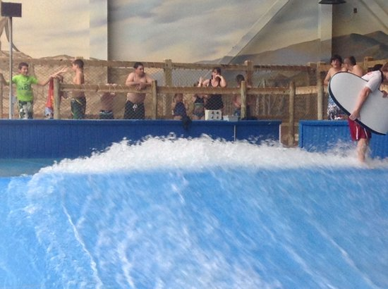 Kalahari Resorts & Conventions: Surf pool