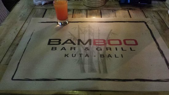 Bamboo Bar & Grill : table