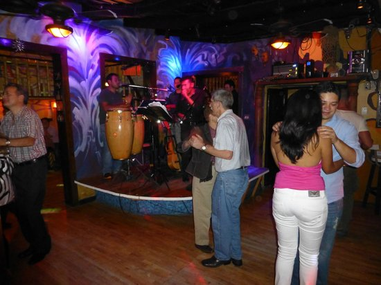 Las Palmas: Early Dancing..got cowded later!!!!
