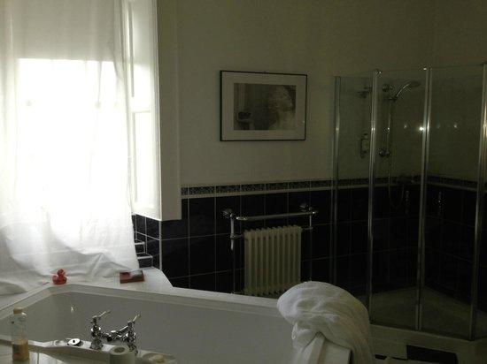 Pennyland House B&B: En suite bathroom