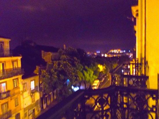 Pensao Londres: Vista do Castelo de São Jorge