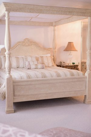 Old Rock Church Bed & Breakfast: Bridal Suite
