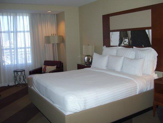 Renaissance Las Vegas Hotel: bed
