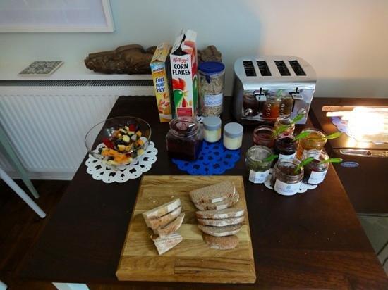 Venton Vean: the breakfast table
