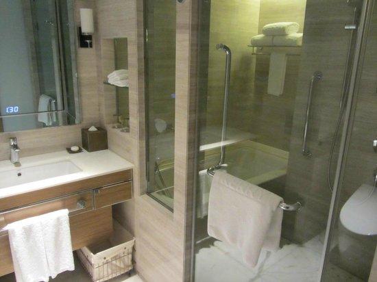 Kerry Hotel Beijing: Bathroom view