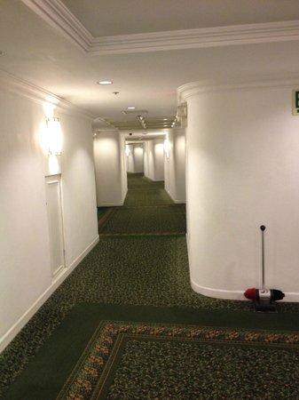 Sheraton Presidente San Salvador: Corridors très moches et nauséabons