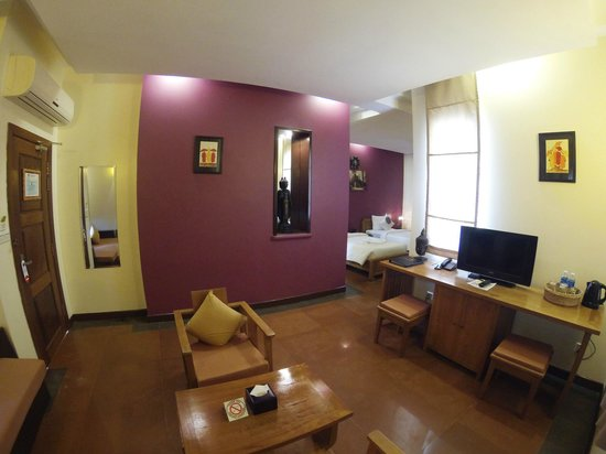 BEST WESTERN Suites and Sweet Resort Angkor: Each suite room has living room for the couple or family bonding